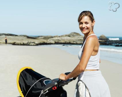 Mama paseando al bebé